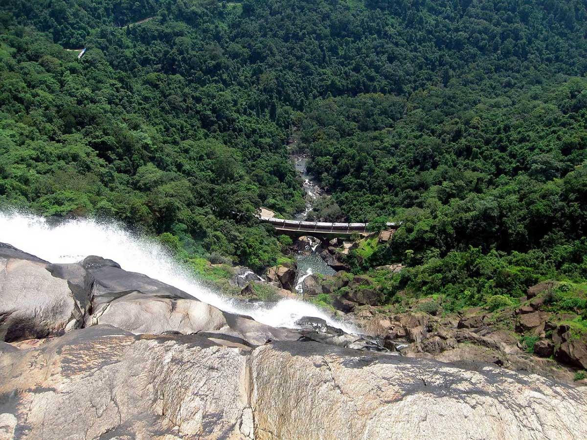 вид с водопада Дудхасар