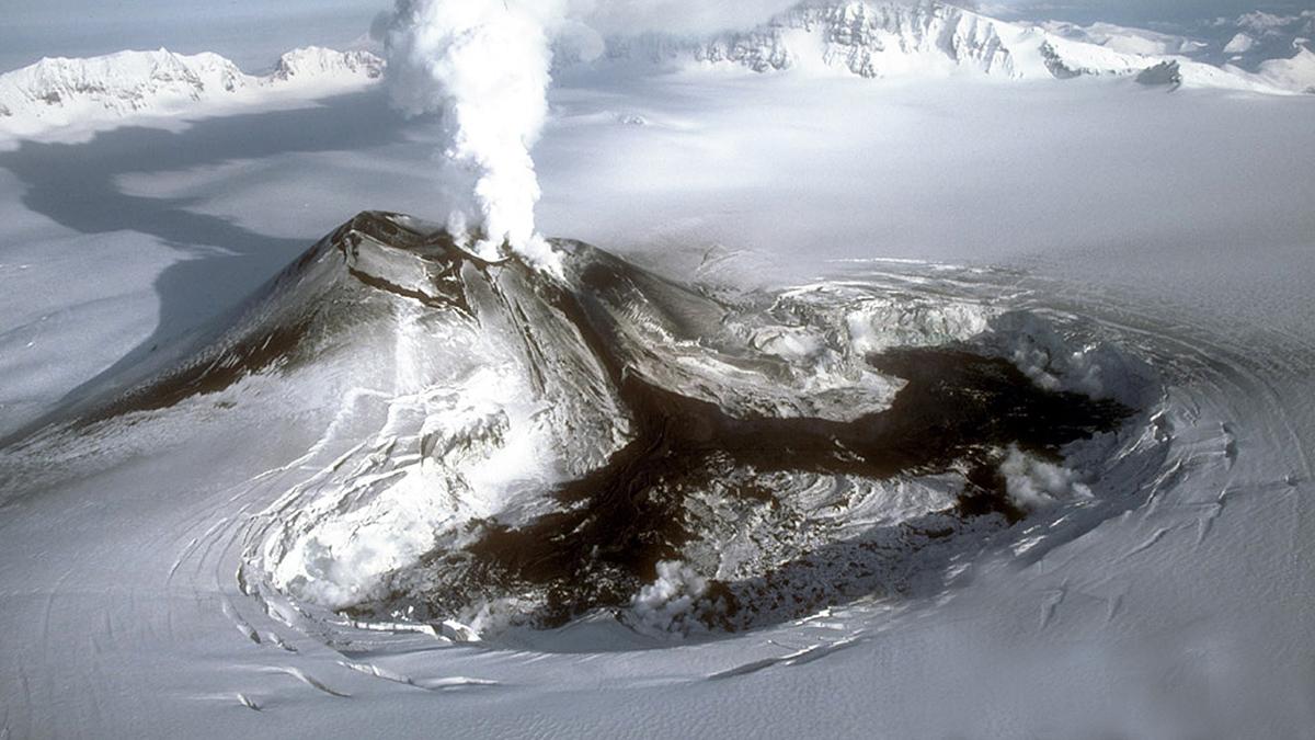 вулкан Вениаминова, извержение