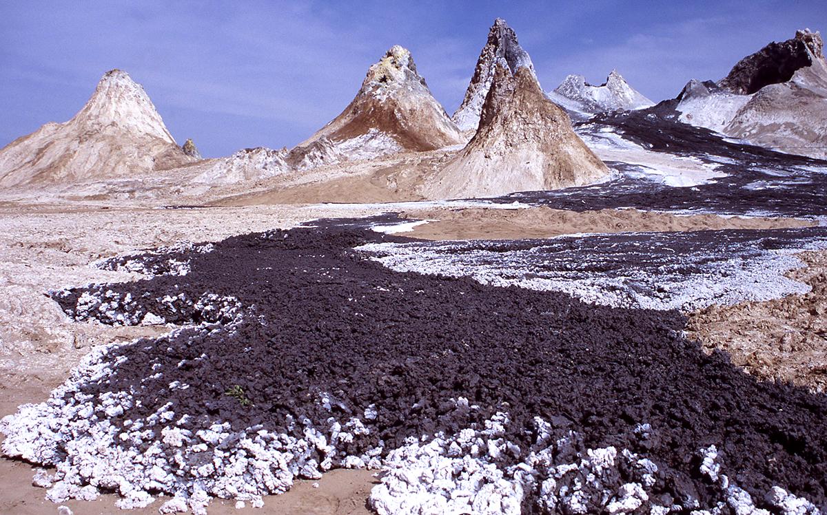 застывшая лава вулкана Оль Дойньо Ленгаи