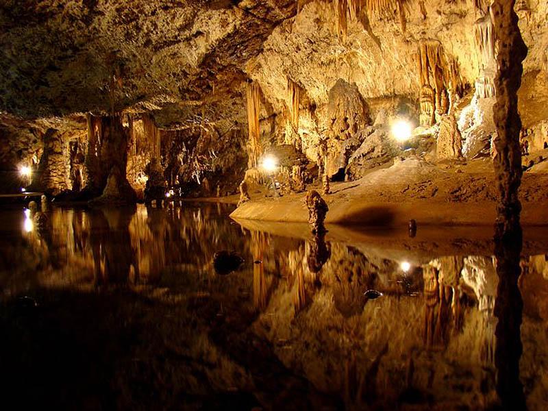 Пунквенные пещеры, Чехия