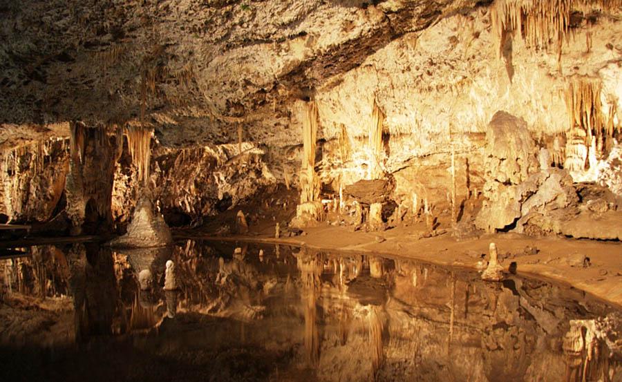 Пунквенные пещеры, пропасть Мацоха