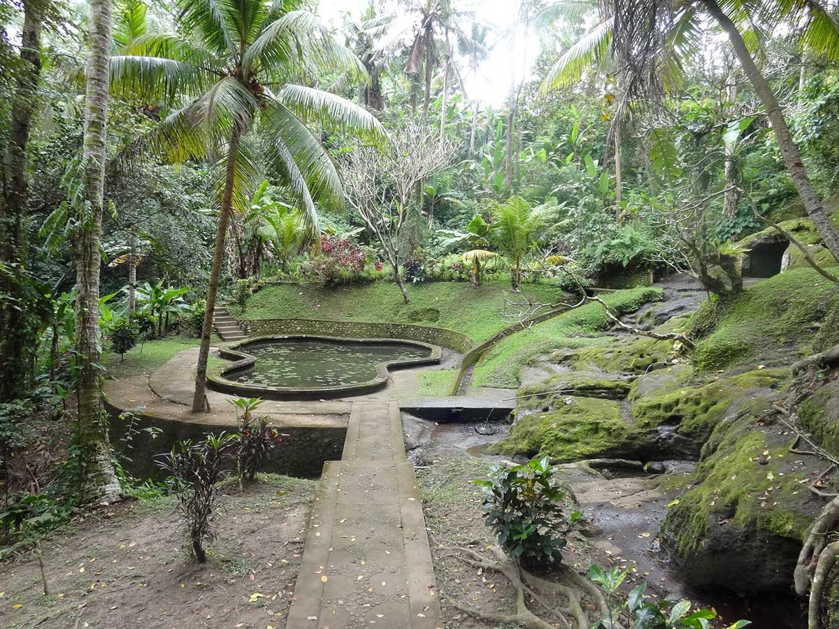 окрестности пещеры Гоа Гаджа, Бали