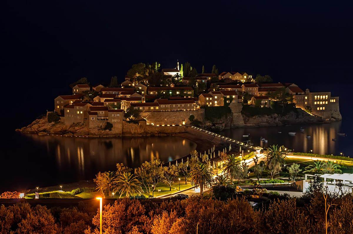 остров Свети Стефан ночью