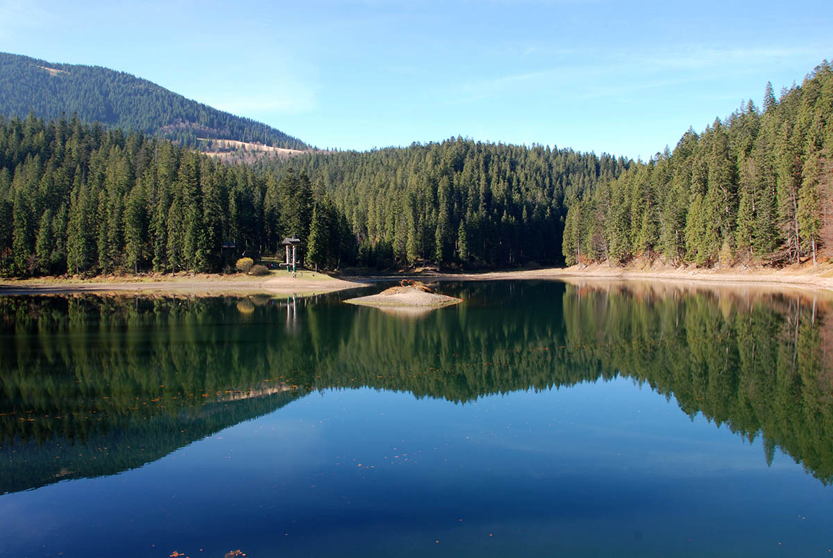 Озеро синевир в карпатах морское