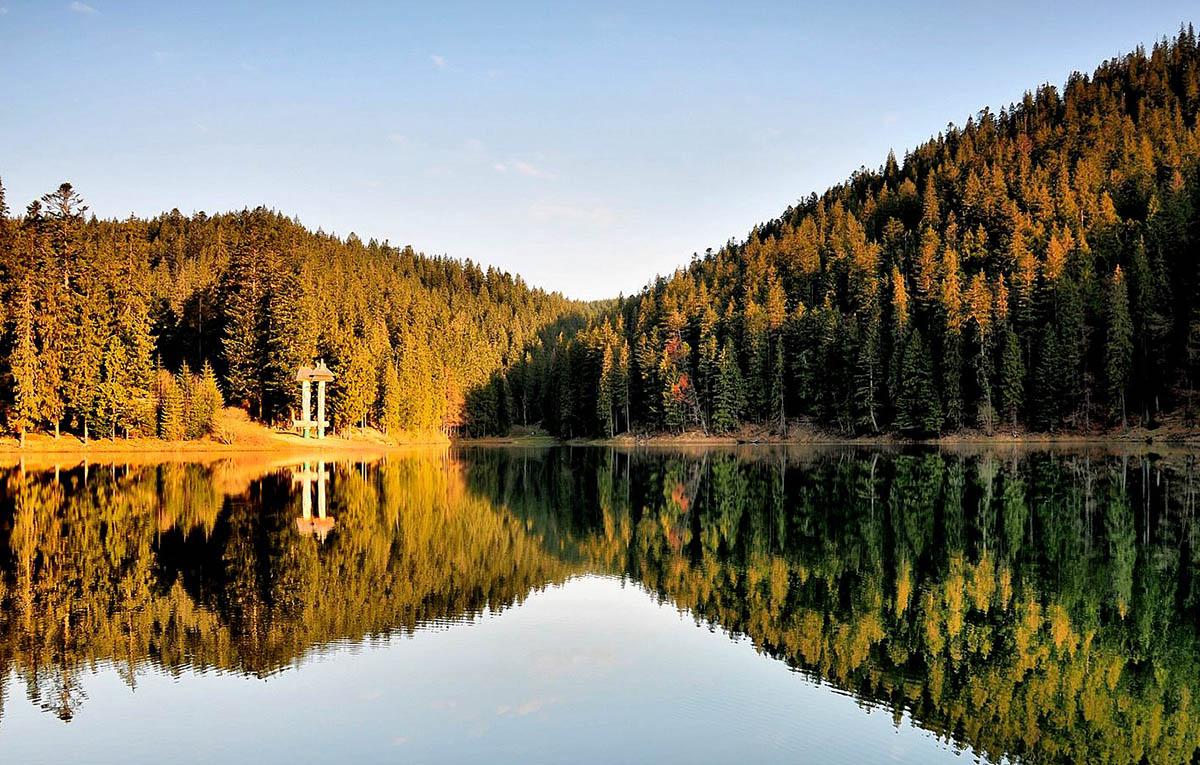озеро Синевир осенью