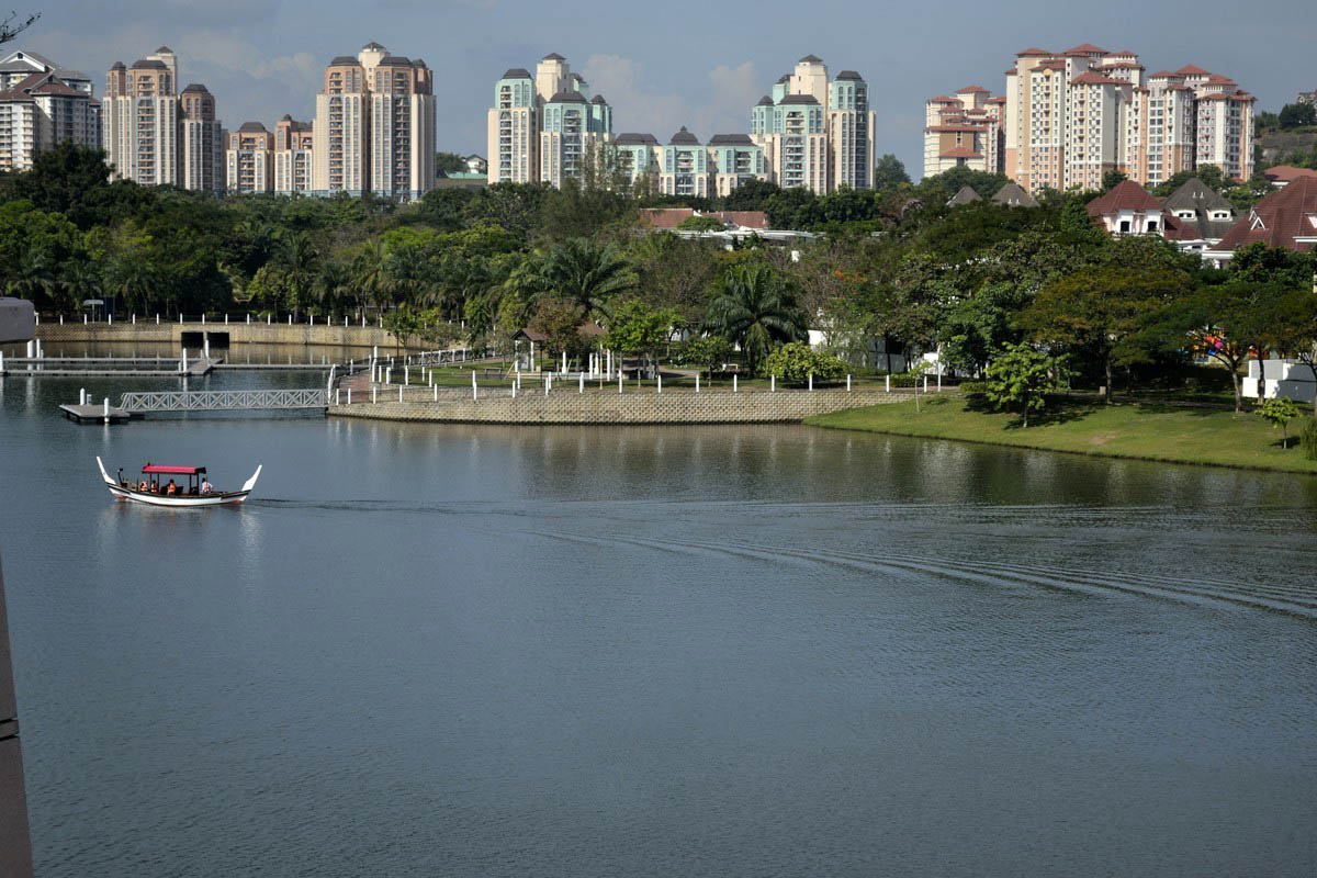 озеро в Путраджайя, Малайзия