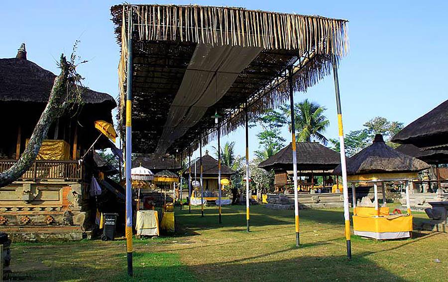 павильоны у храма Пусеринг Джакат, Бали