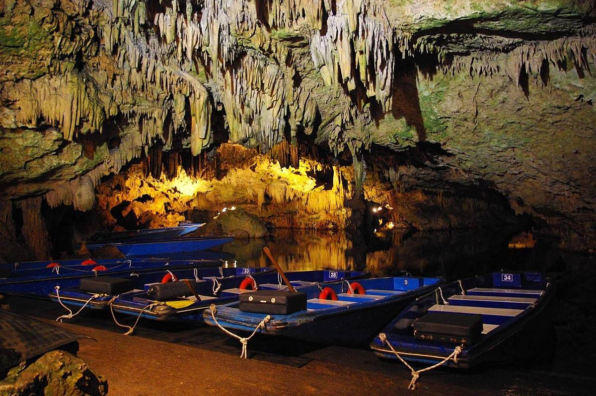 пещера Дирос, полуостров Пелопоннес, Греция