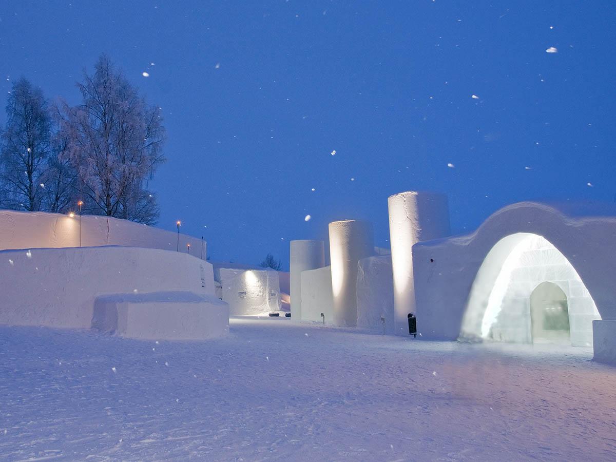 снежный замок LumiLinna в Финляндии
