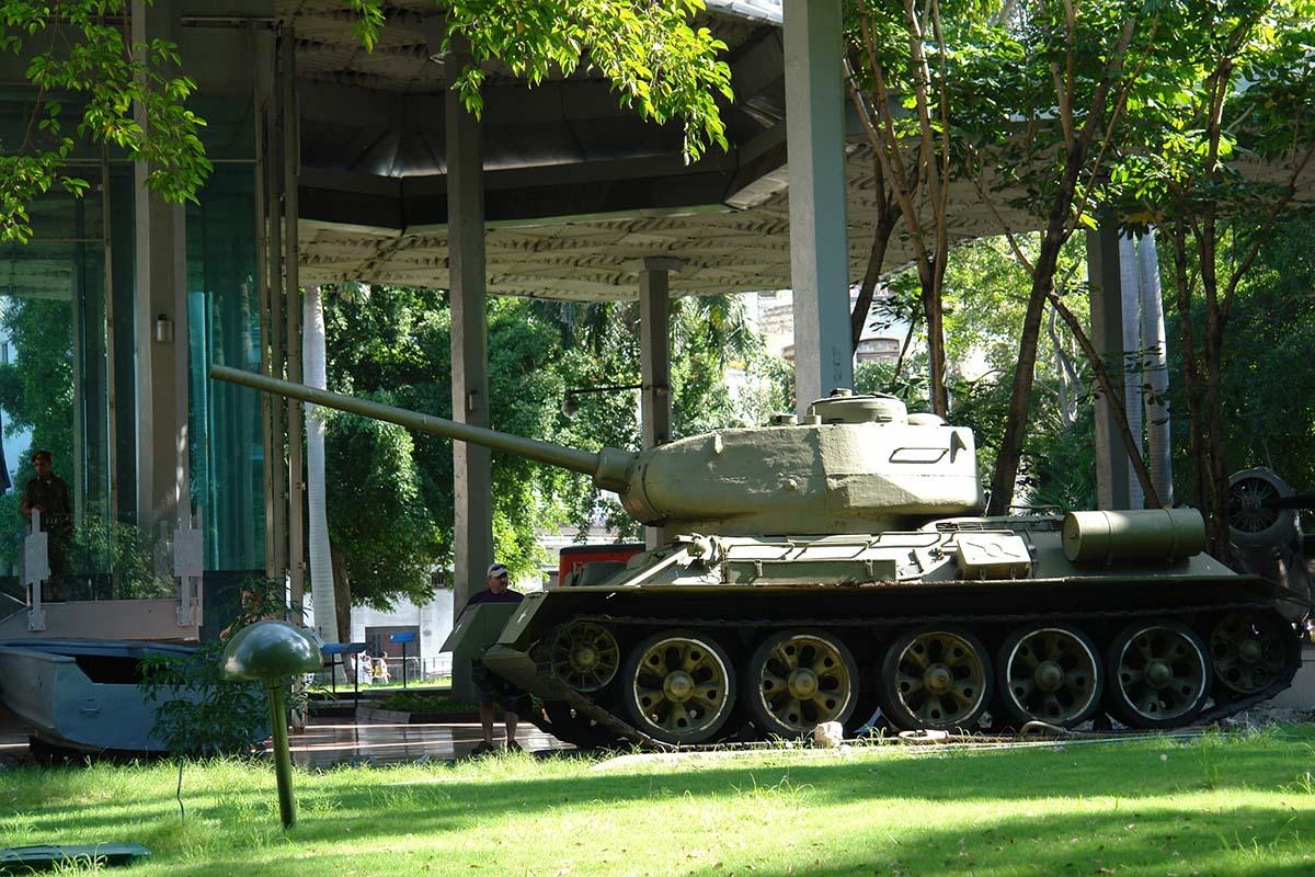 танк в музее революции, Гавана
