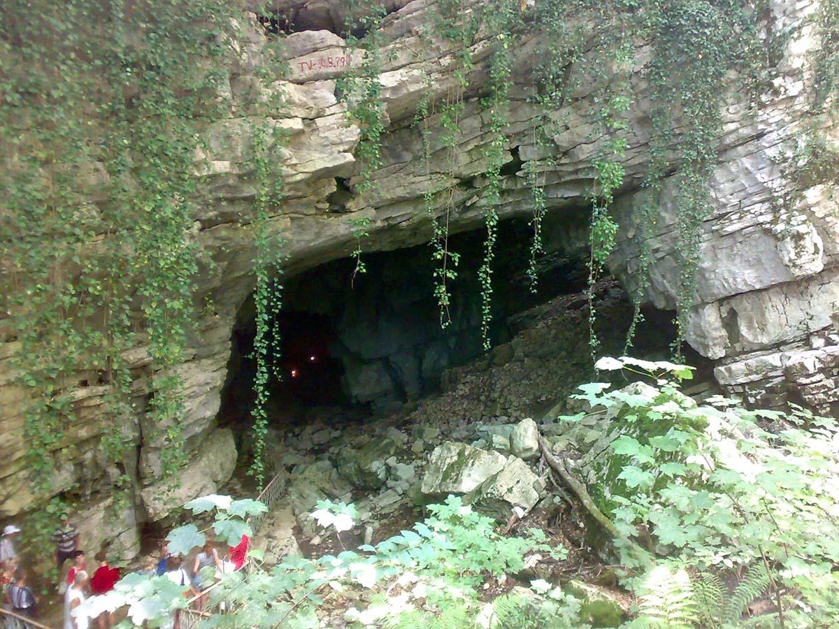 вход в Воронцовские пещеры, Сочи