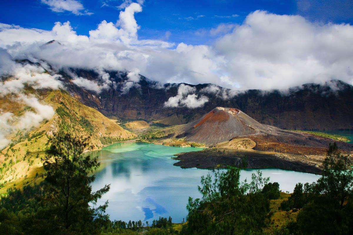 вулкан Ринджани, остров Ломбок, Индонезия