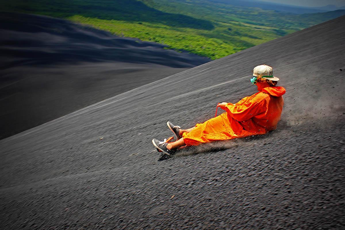 вулканобординг в Никарагуа