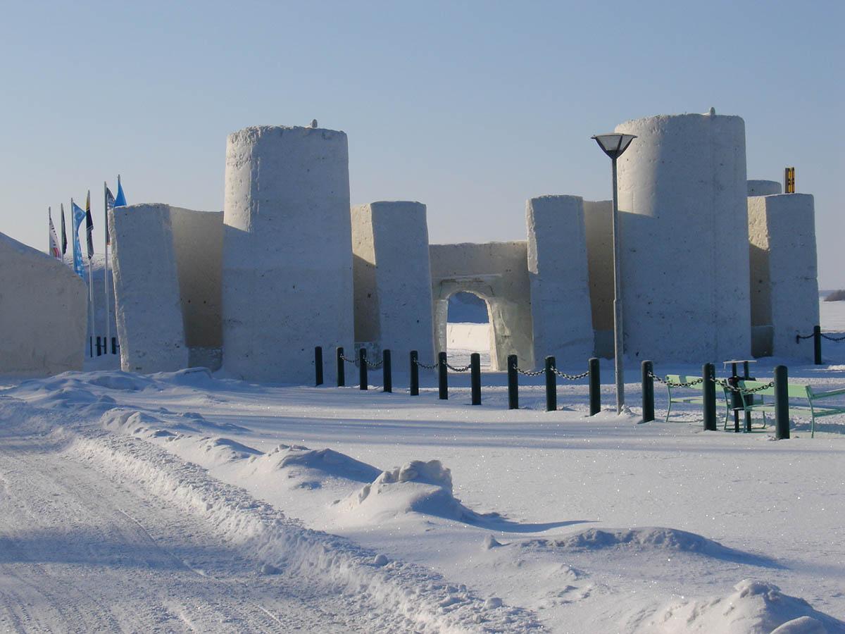 замок LumiLinna в Финляндии