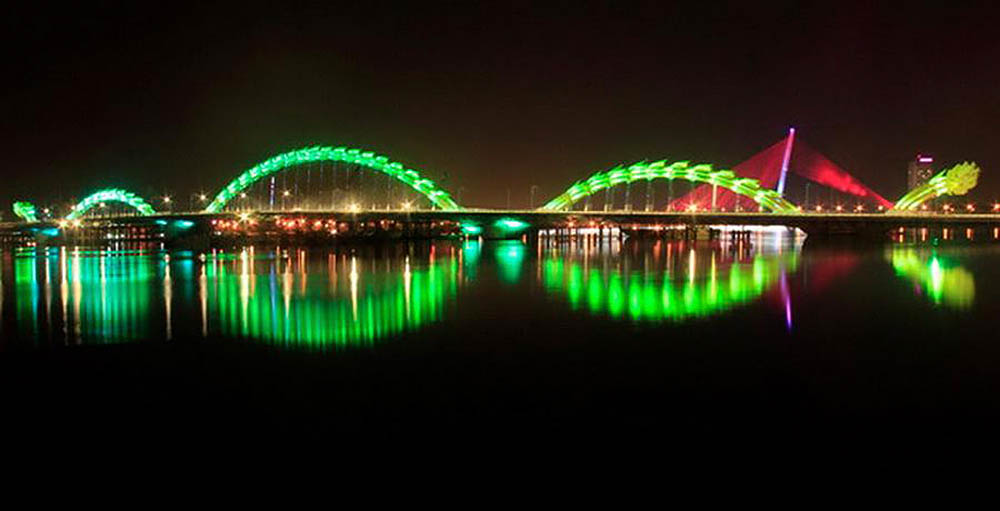Dragon Bridge in night