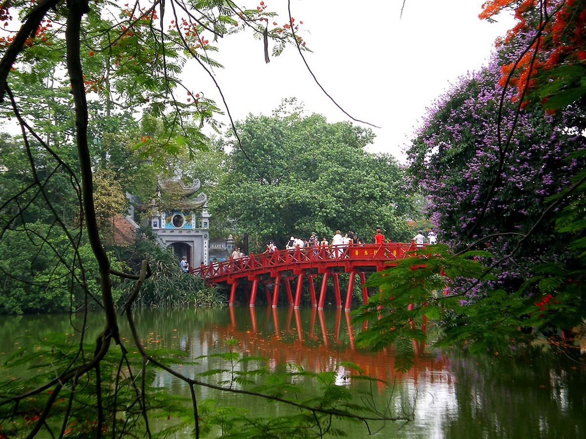 озеро Хоан Кием во Вьетнаме