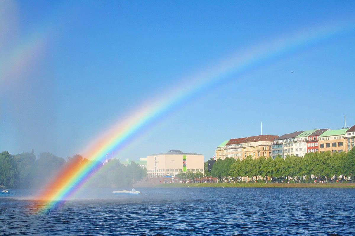 радуга на озере Альстер