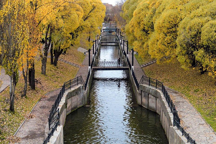 сад Свердлова осенью