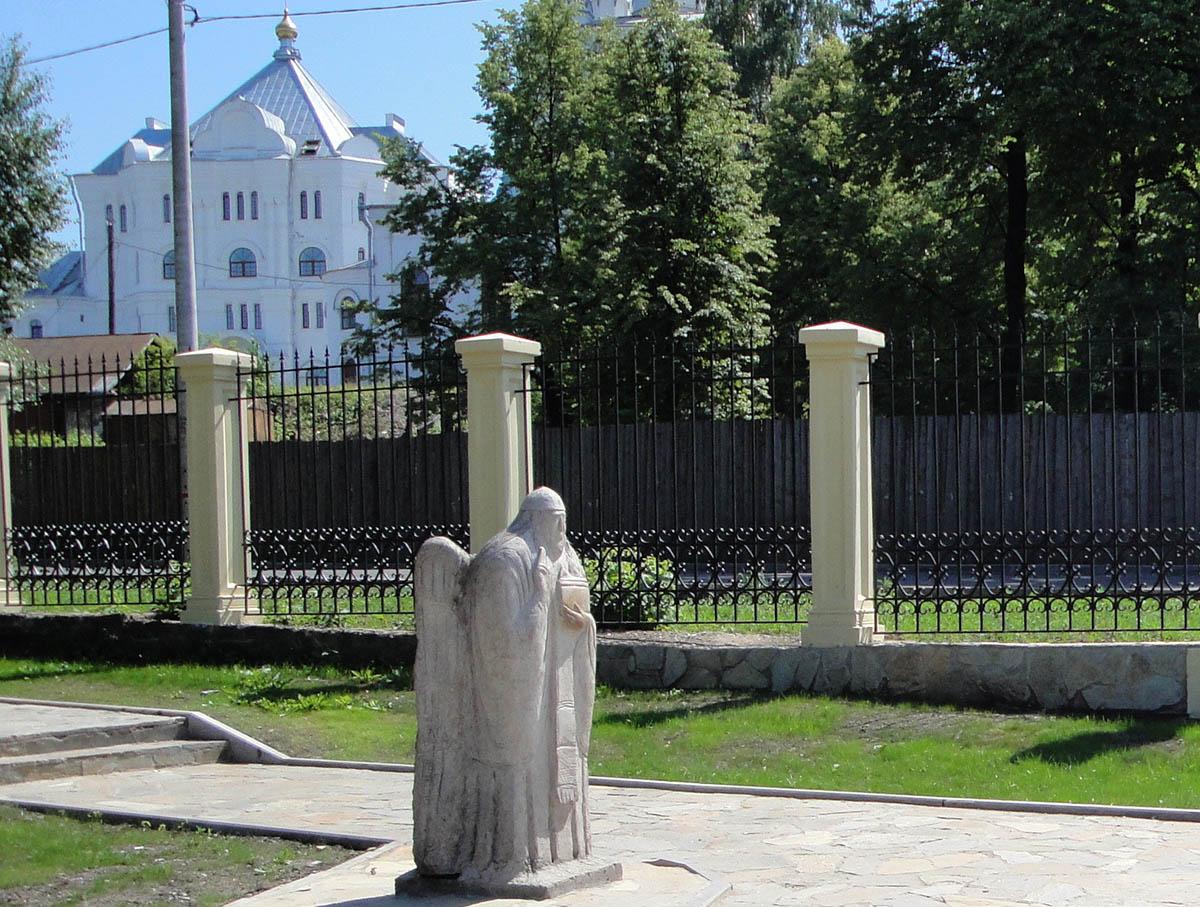 статуя ангела в Райском саду Перми