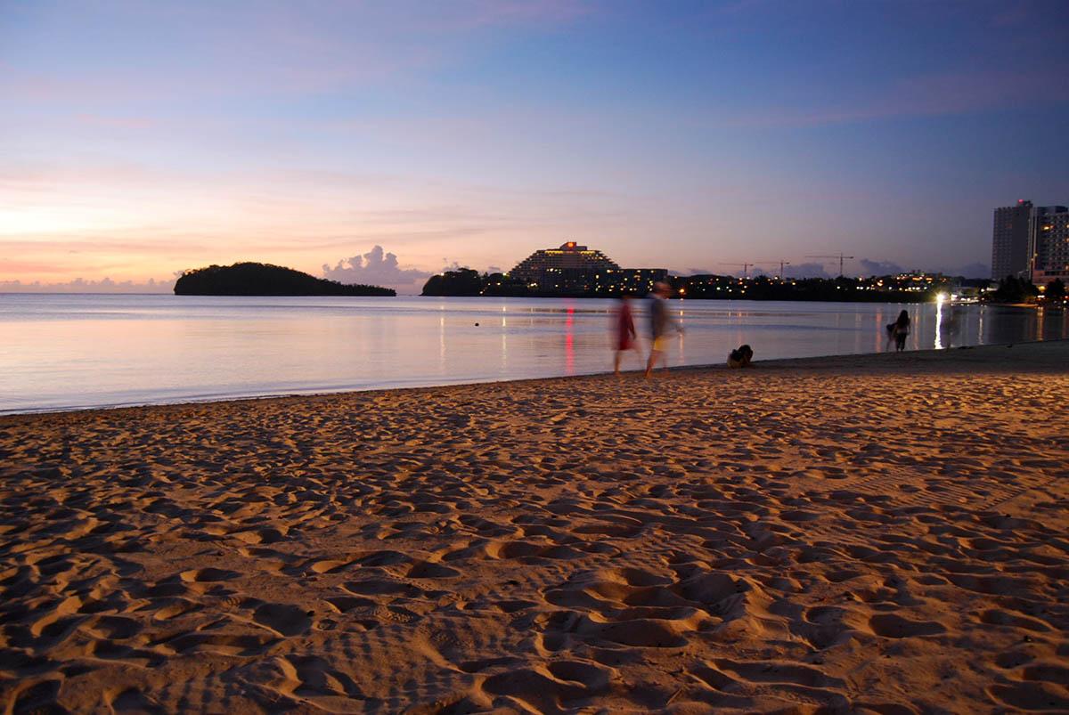 вечерний пляж острова Сайпан