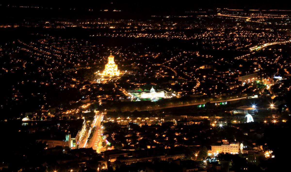 вид с горы Мтацминда ночью