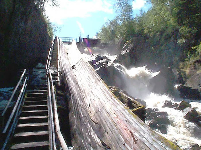 водопад Ауттинкенгяс в Финляндии