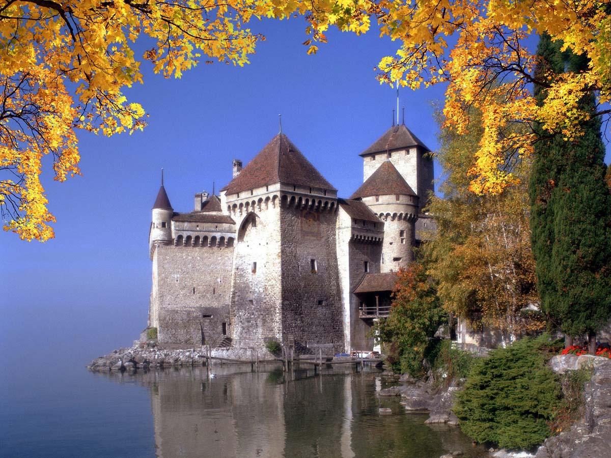 Шильонский замок осенью