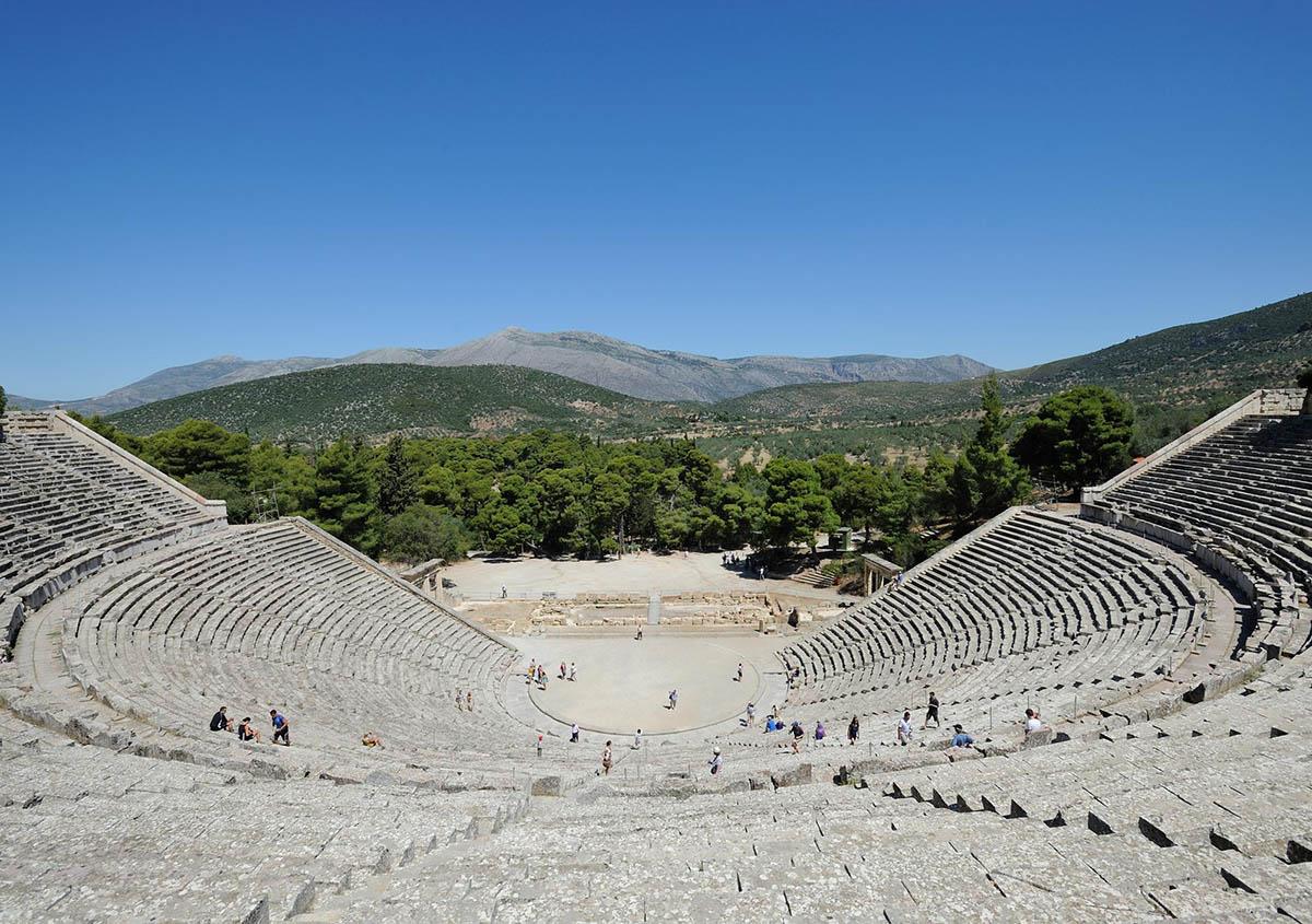 античный театр в Эпидавре, остров Пелопоннес, Греция