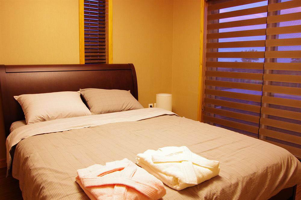 номер в эко-гостинице Jejueco Suites