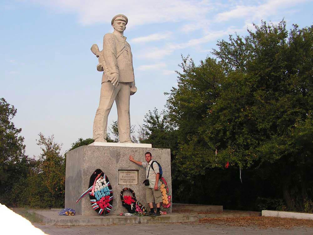 памятник герою СССР Д.С. Калинину в Анапе