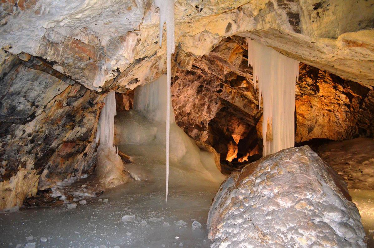 Демановская ледяная пещера