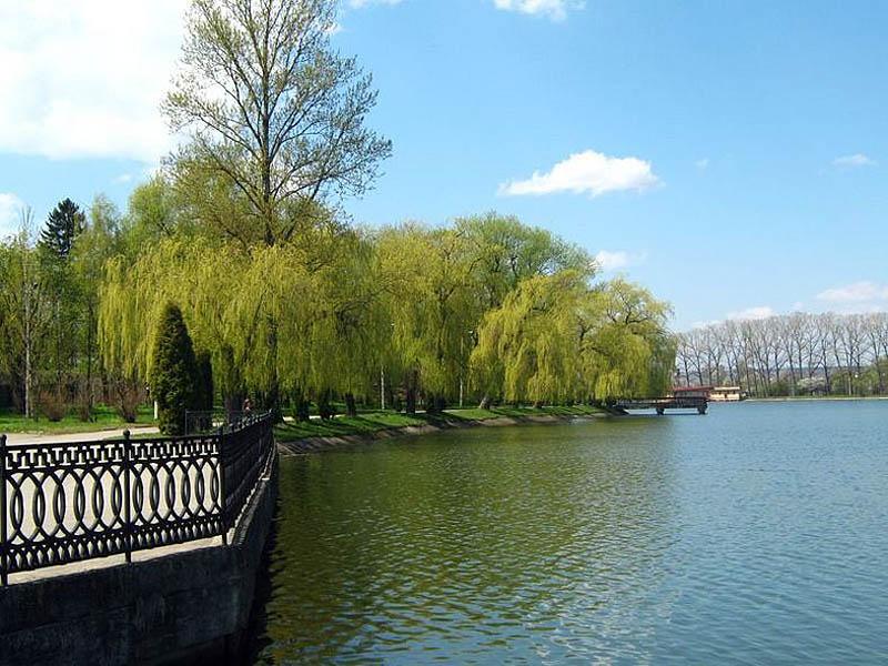 Городское озеро в Ивано-Франковске