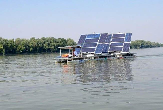 электролодка на солнечных панелях
