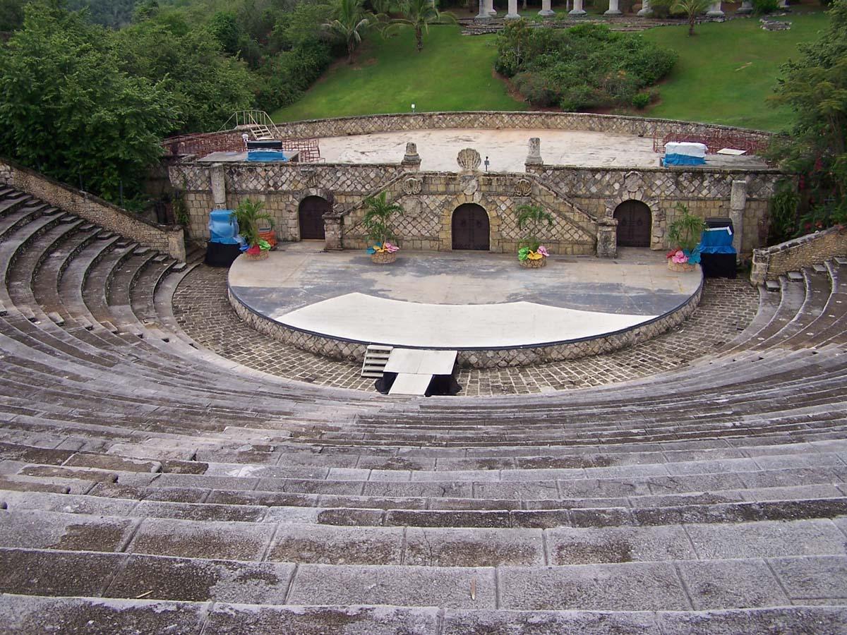 греческий амфитеатр в Альтос де Чавон