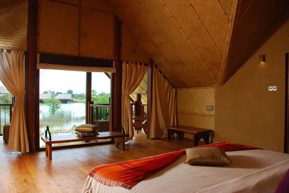 интерьер отеля эко-курорта Jetwing