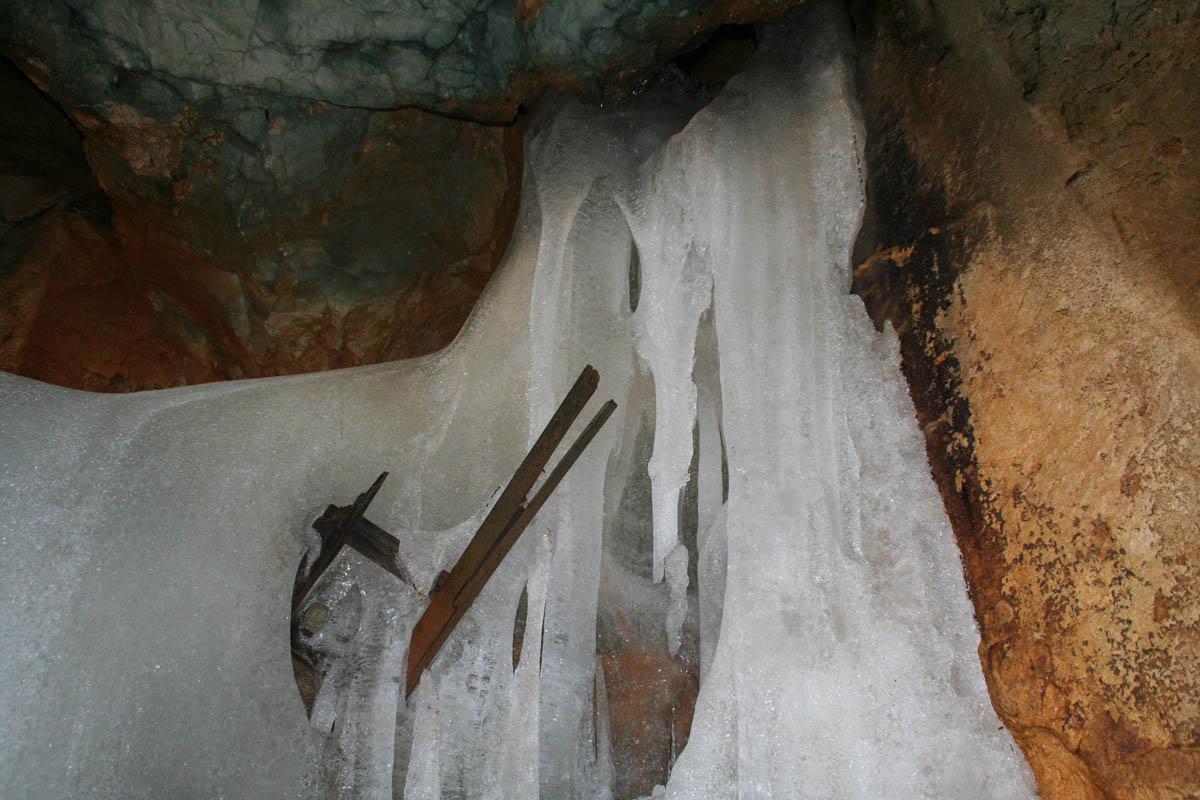 ледяная пещера Шелленберга, Германия