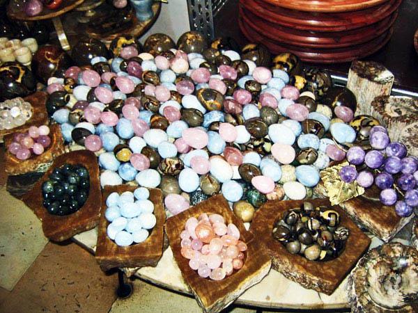 сувениры у озера Тритрива