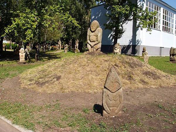 Луганский парк-музей половецких каменных баб