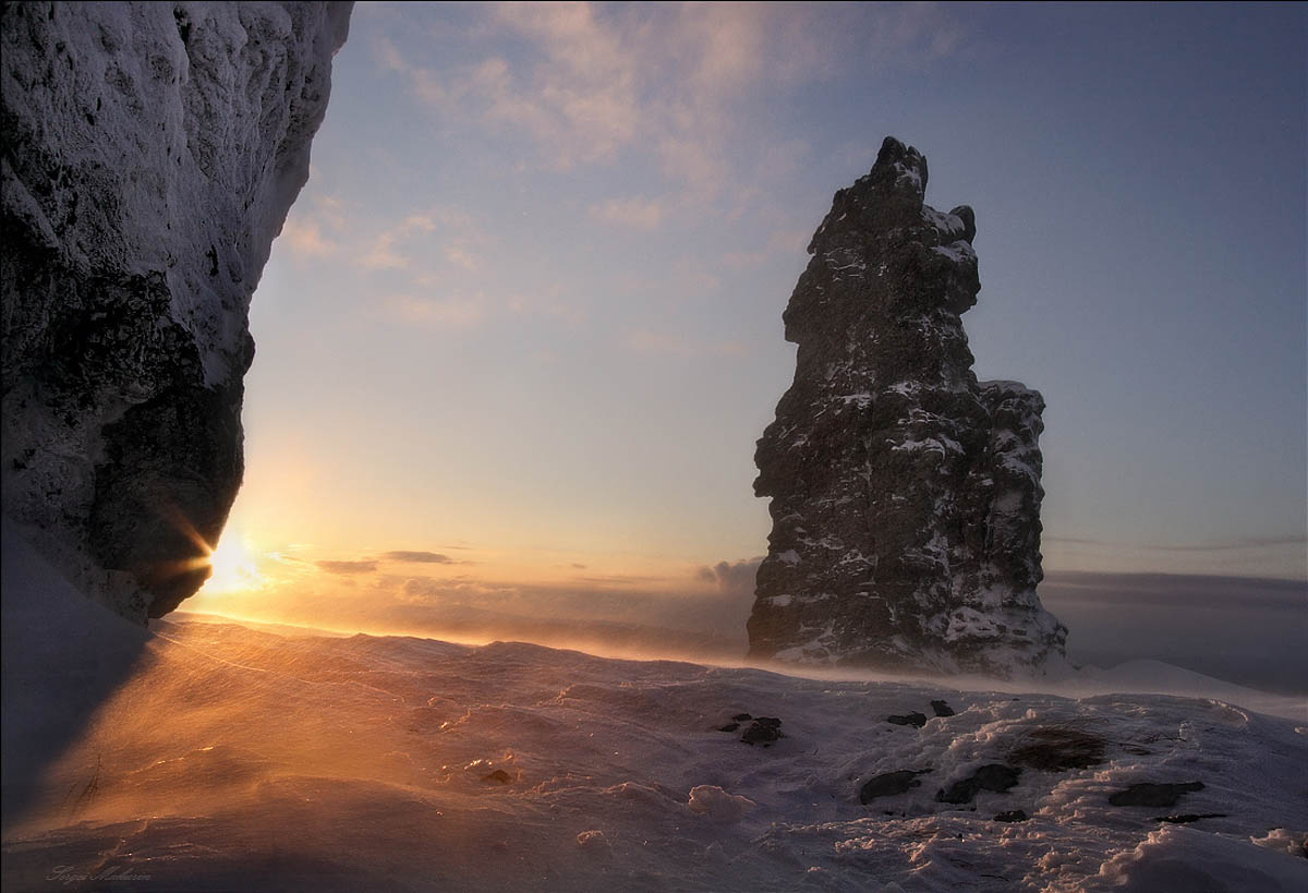 Столбы выветривания на плато Маньпупунер, Урал