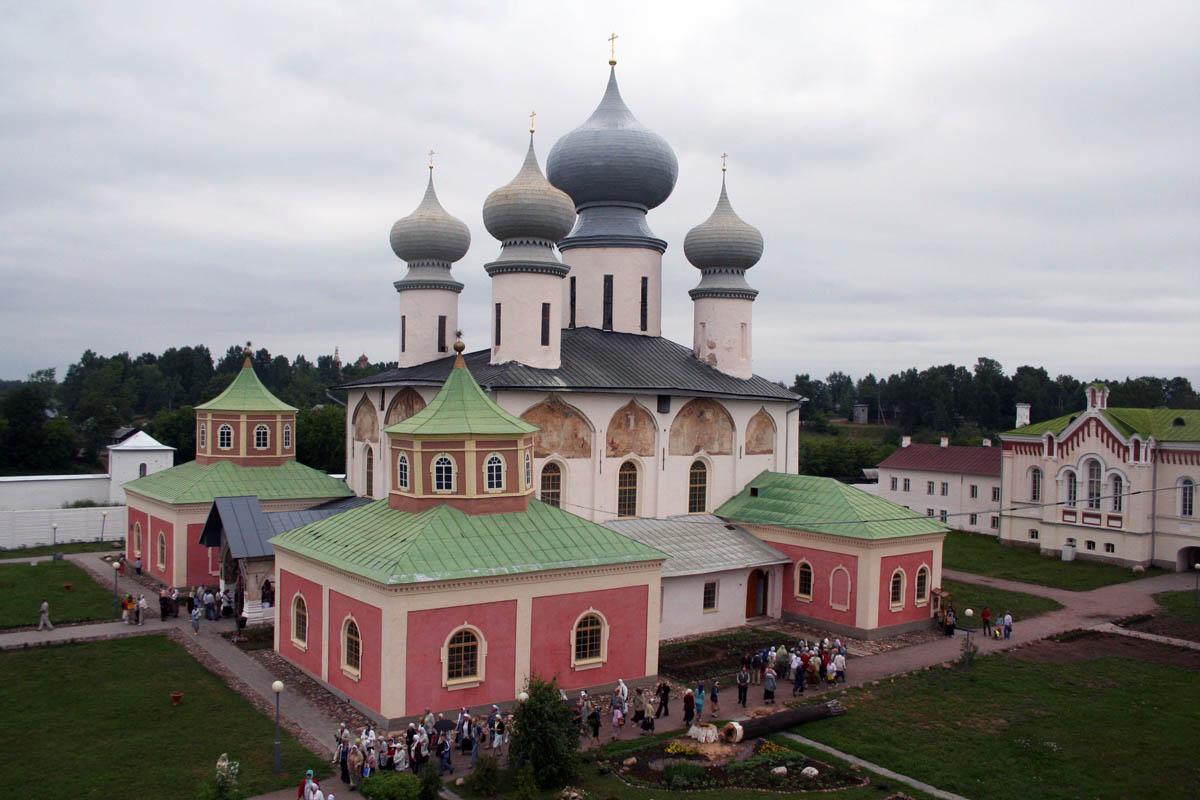 Тихвинский Успенский собор