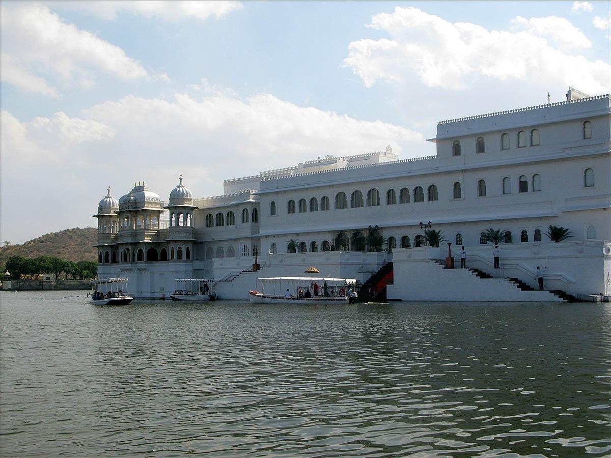 дворец Джаг-Нивас в Индии