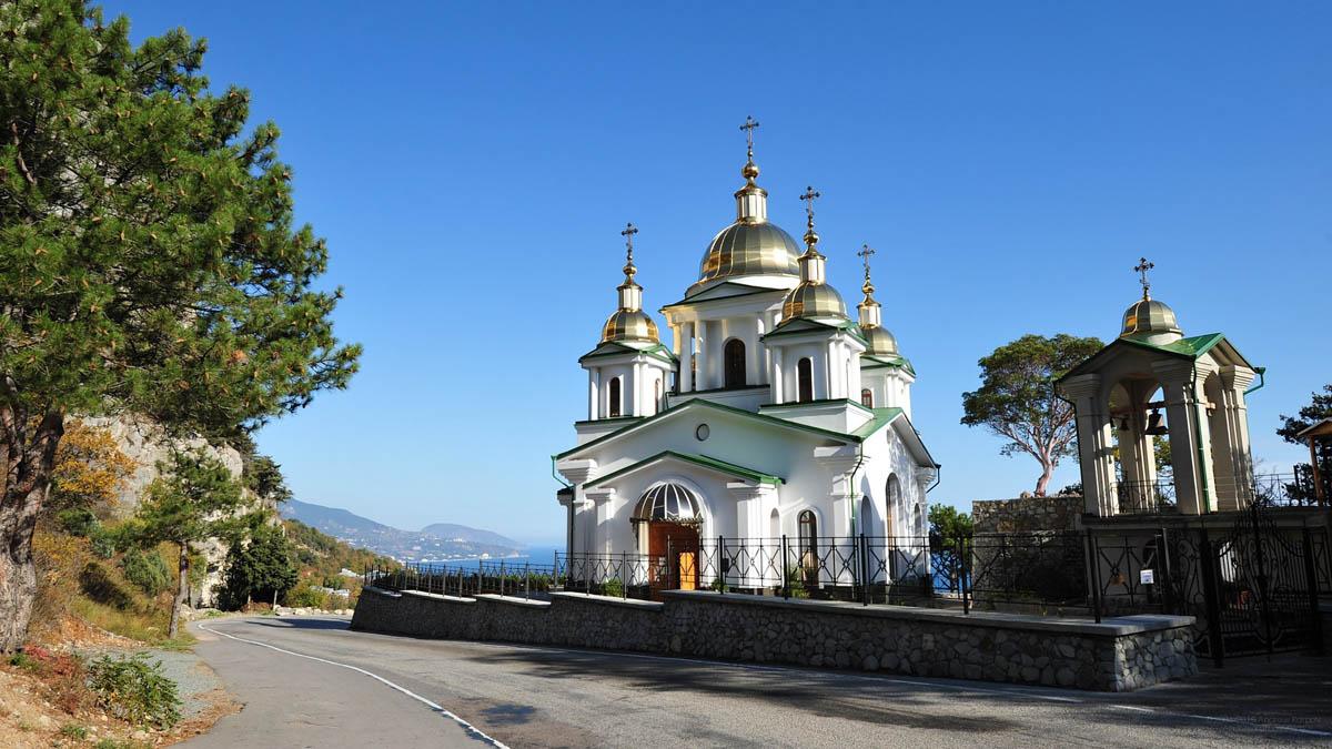 храм Святого Архистратига Михаила на горе Ай-Никола
