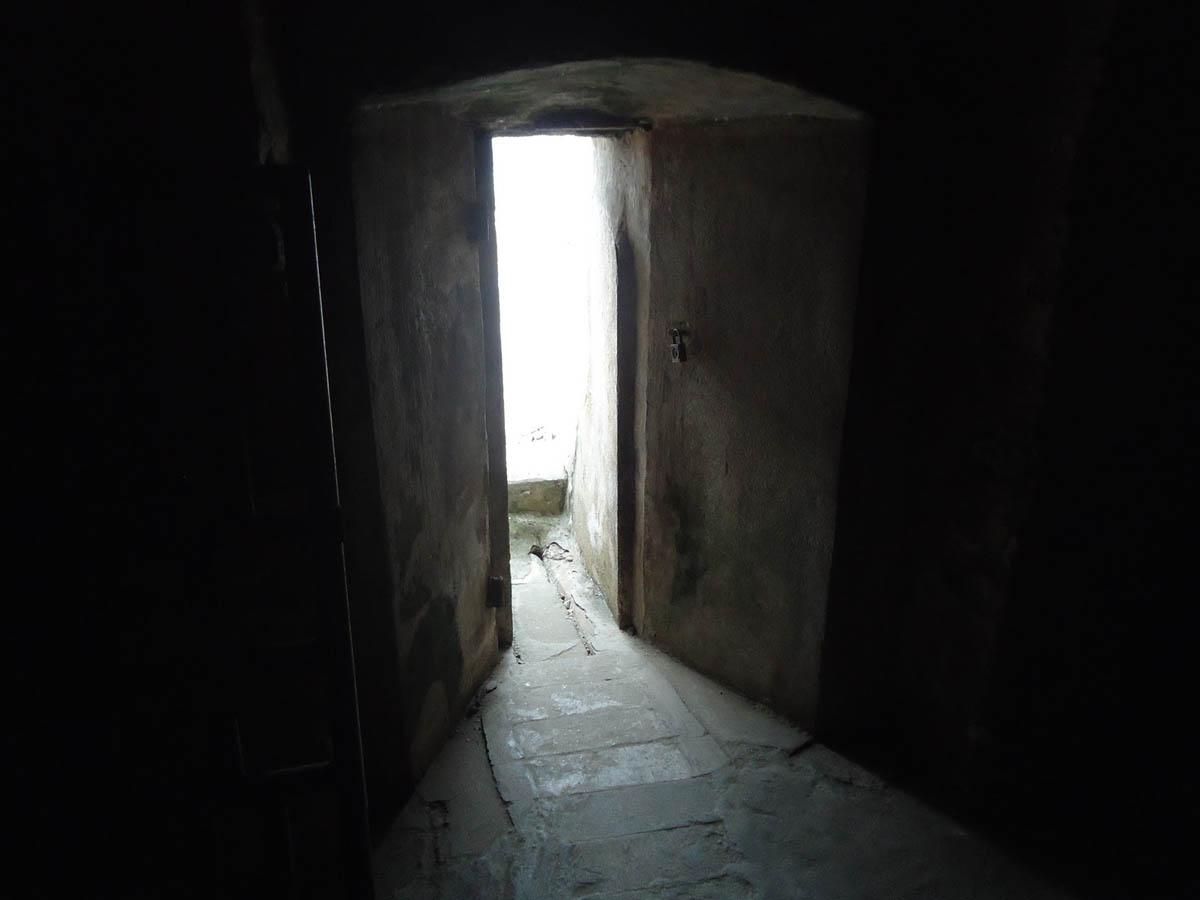 камера в замке Эльмина