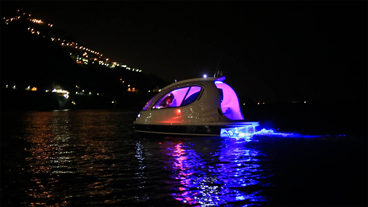 ночная подсветка катера Jet Capsule