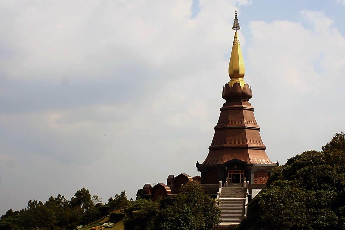 пагода в нацпарке Дои Интанон, Таиланд