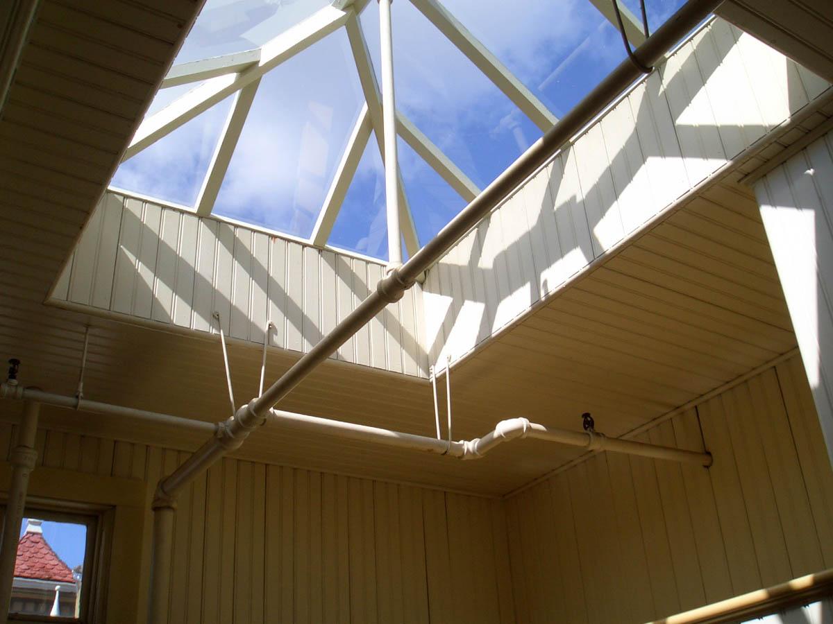 прозрачный потолок в Доме Винчестеров