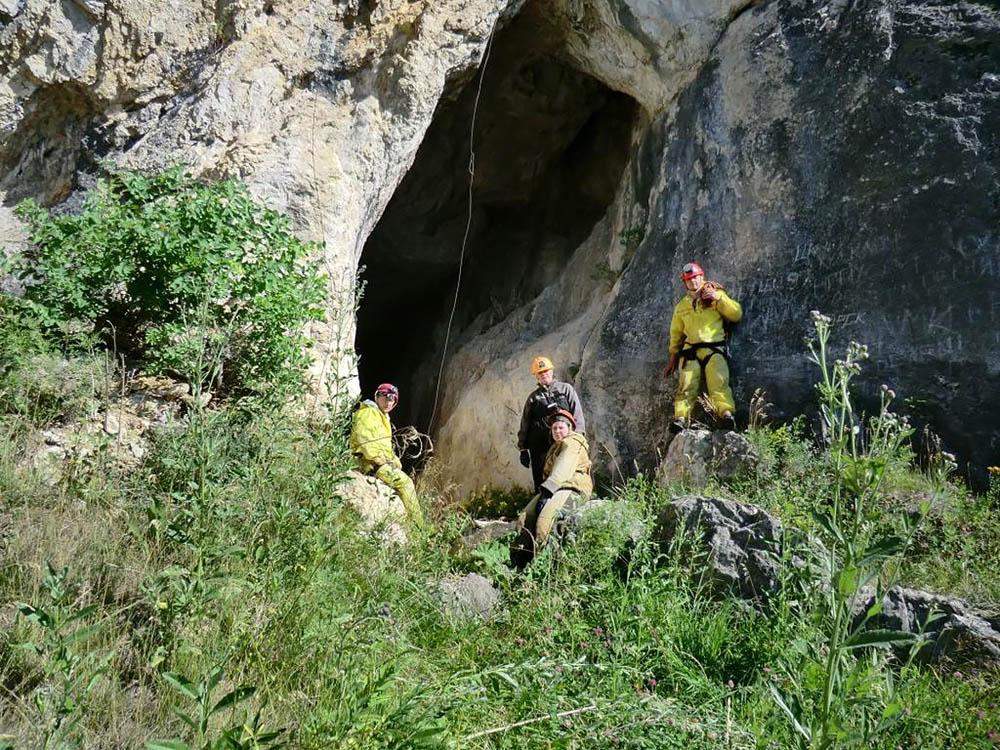 вход в пещеру Страшную, Алтай