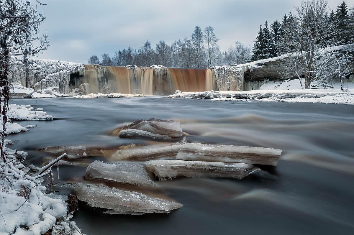 водопад Ягала в Эстонии зимой