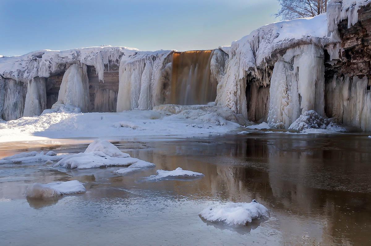 замерзший водопад Ягала