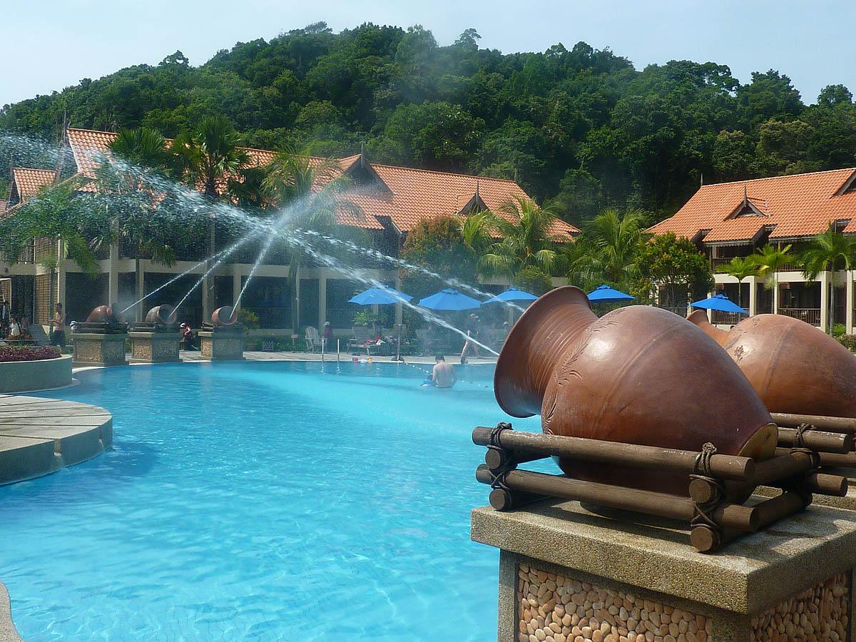 бассейн на острове Реданг